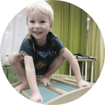 Ребенок на физкультуре